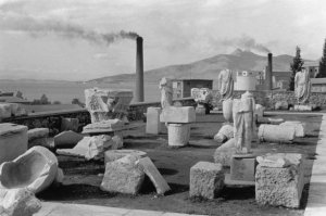 Henri Cartier-Bresson, Eleusis, Greece, 1953, © Henri Cartier-Bresson-Magnum