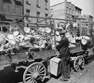 Berenice Abbott, Tin man wagon,1936